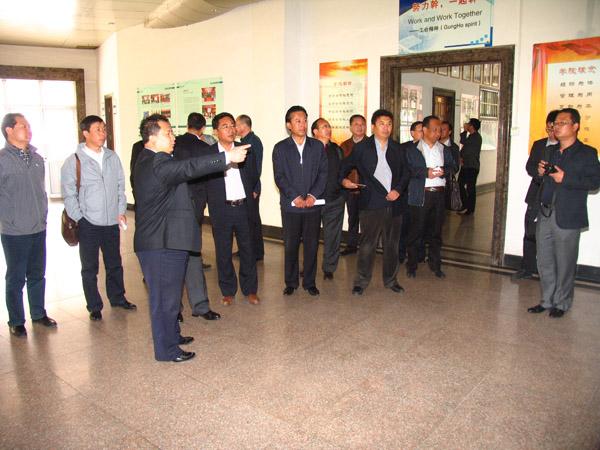 青海省海南州州长索南东智一行访问我院